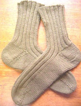 『コットン&ウールの靴下』 編み図:デザイン/今井勤子(アヴリル) 毛糸:モクティx4本・ジロンラムx2本の6本取り(アヴリル)